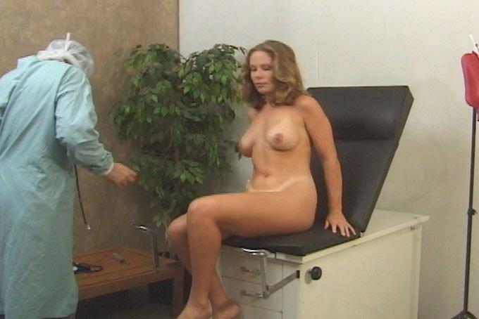 голые на медкомиссии скрытая камера