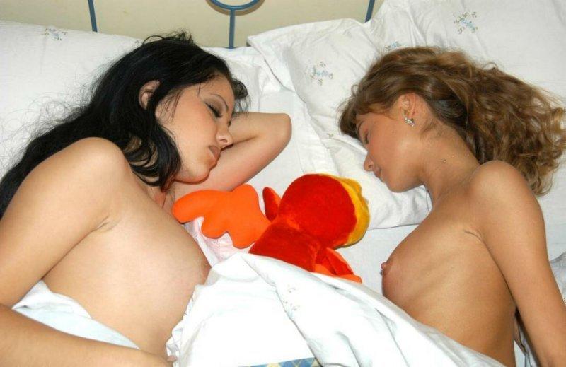 Две подружки в одной постели