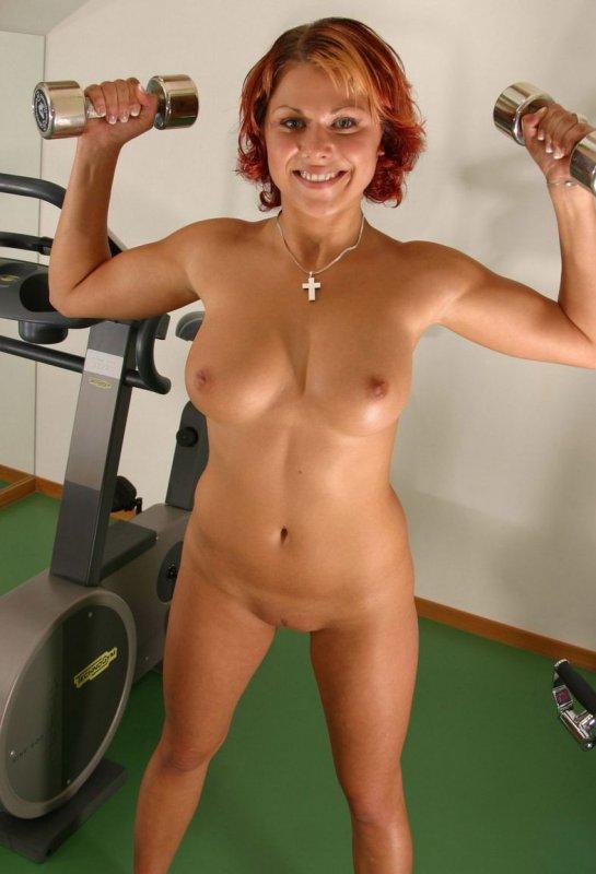 Голые девушки в спортзале видео