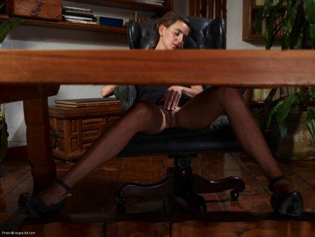 под юбкой у секретарши фото