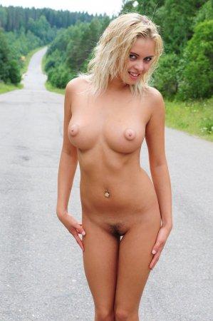 Частное порно фото как жена вытащила сиськи и отсосала мужу