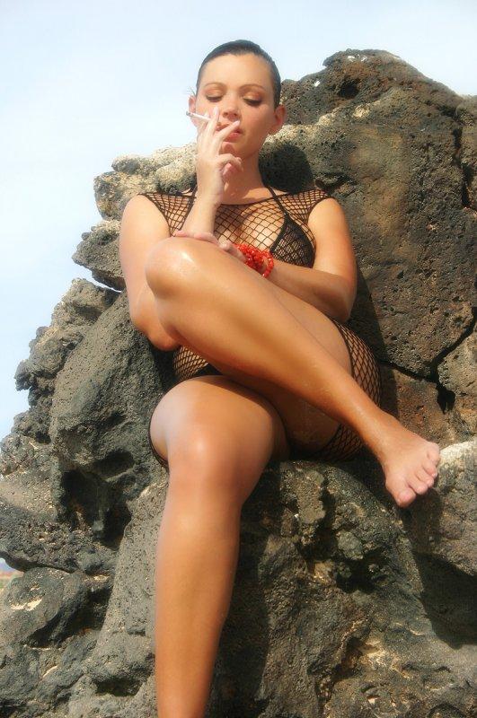 Голые девушки с сигаретой эро онлайн в хорошем hd 1080 качестве фотоография