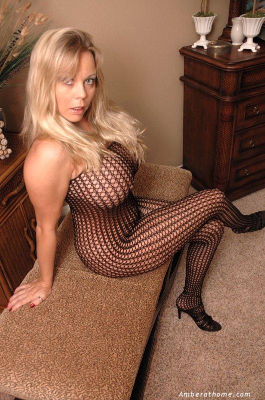 женщина голая в сеточке