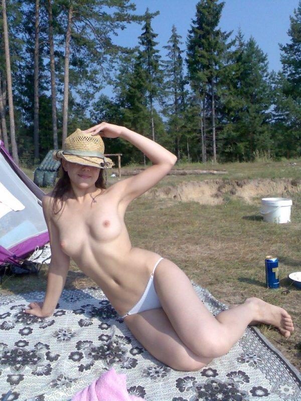 Частное фото голых девушек в трусиках