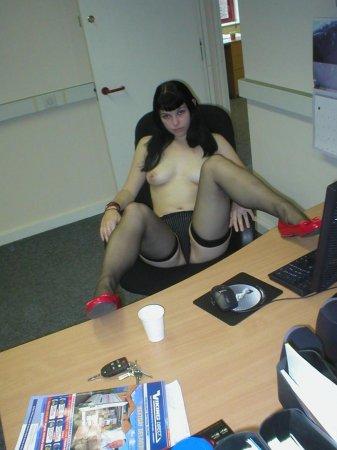 голые девки за компьютером фото