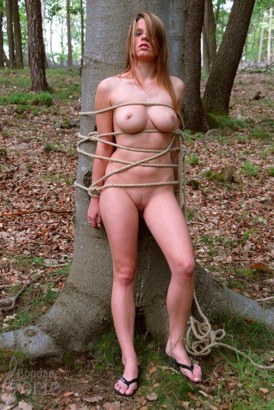 Связывание красивой девушки порно в hd 17 фотография