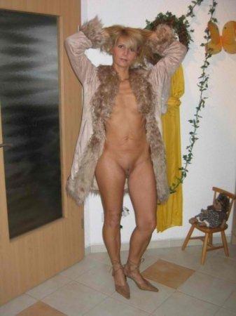 дамы голышом дома фото