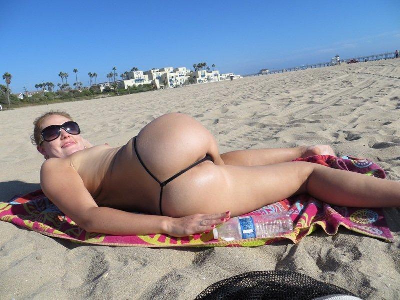 Фото голых женщин в стрингах
