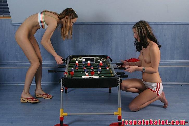 занимаются спортом голые