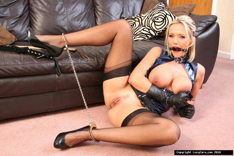 красивая девушка голая фото наручники