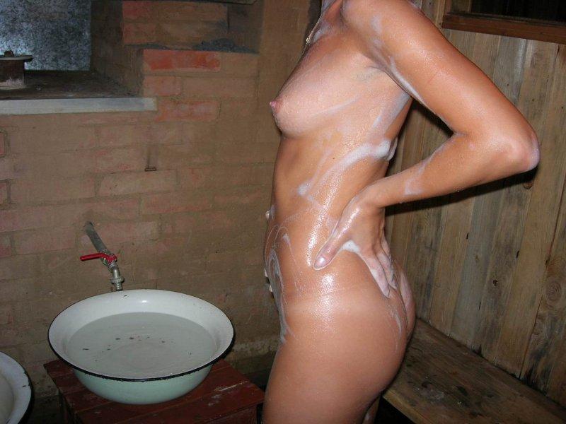 смотреть голые шеншены моються см