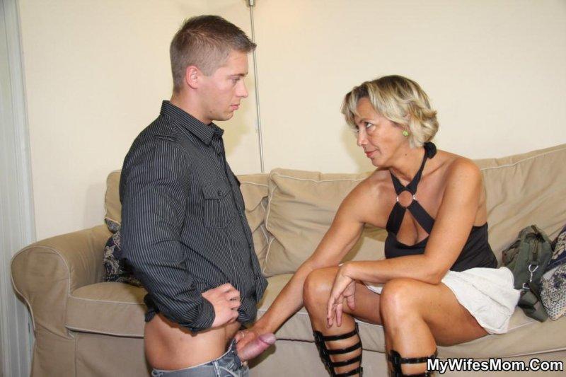 сексуальная тёща совратила зятя порно