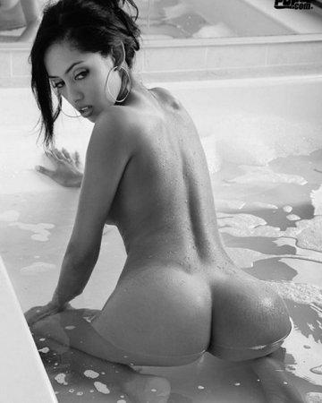 голые девушки в душе смотреть