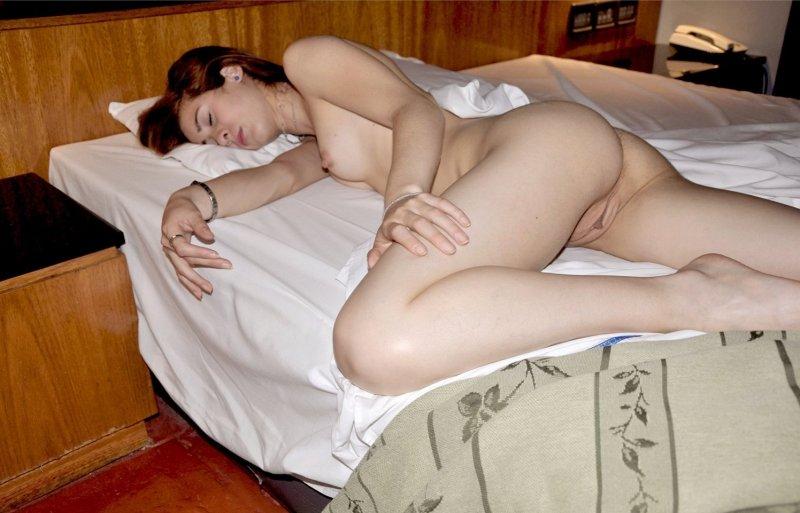 спящие женщины голые фото