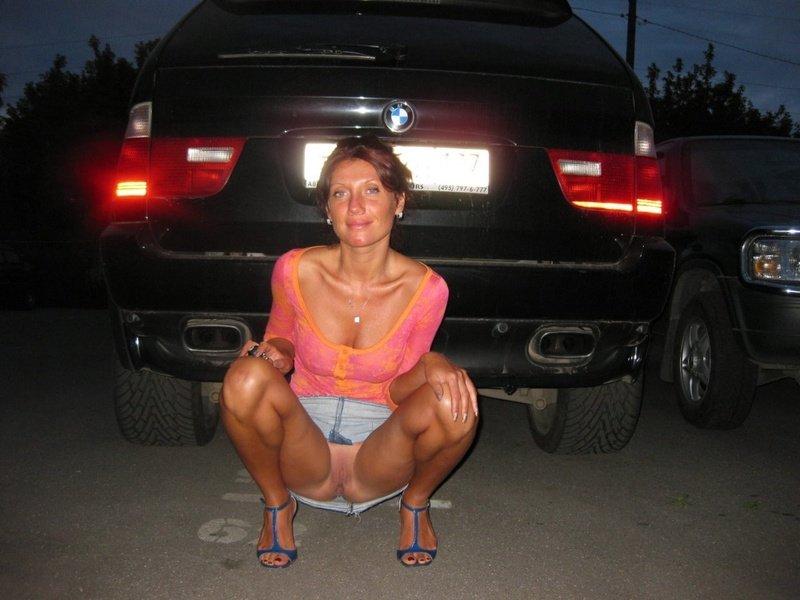 голенькие попки и писи под юбками и платьями фото