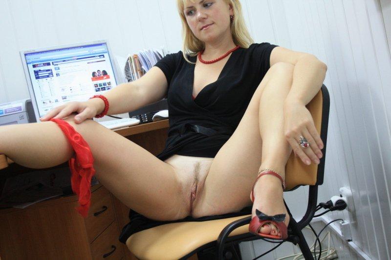секретарша и шеф трахается порно