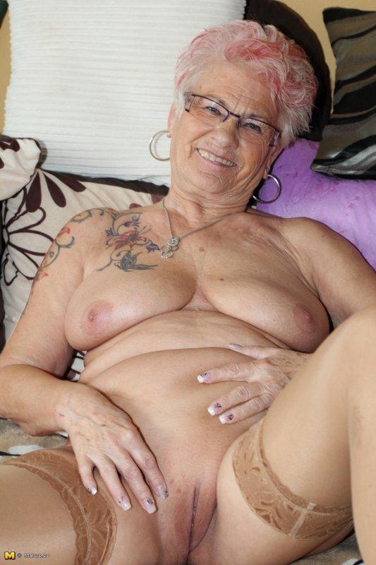 украинские голые старушки фото