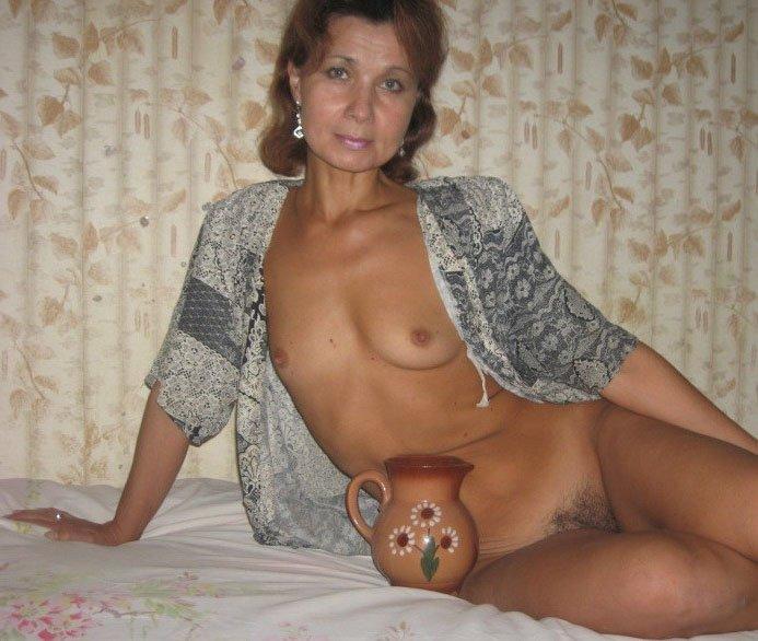 Широкой задницей фото зрелой русской бабы голышом под юбочки