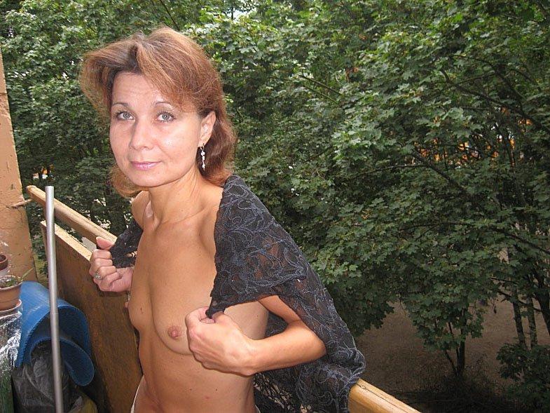Хеденькую женщину трахает 19 фотография
