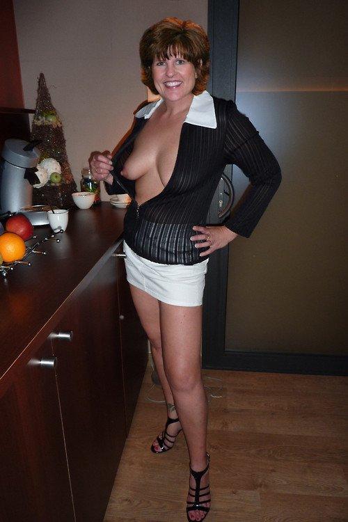 Tight blouse thumbs