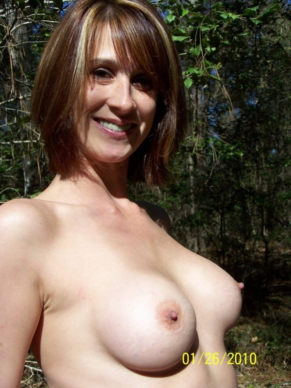 фото голые с торчащими сосками