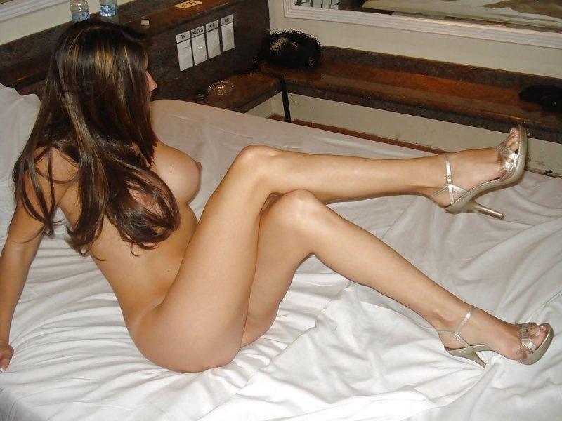 голая девушка стройные ноги фото