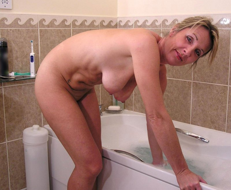 Порно ролики подглядовать за волосатой мамай