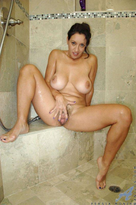 голая девушка маструбирует фото