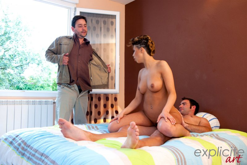 chastnoe-video-golih-zhen-v-lesu-video