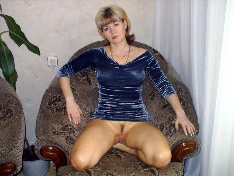 Зрелые голые тетки без трусов