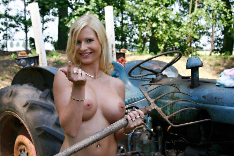 Секс с дедом на ферме