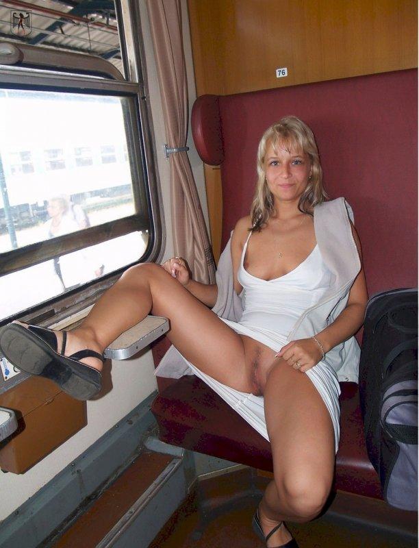 Порно голые в публичном месте фото 434-881