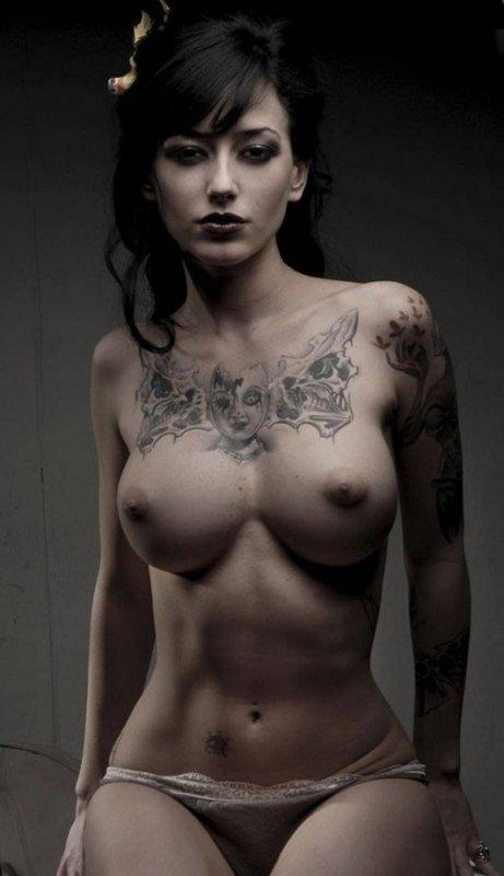 фото голых татуированных