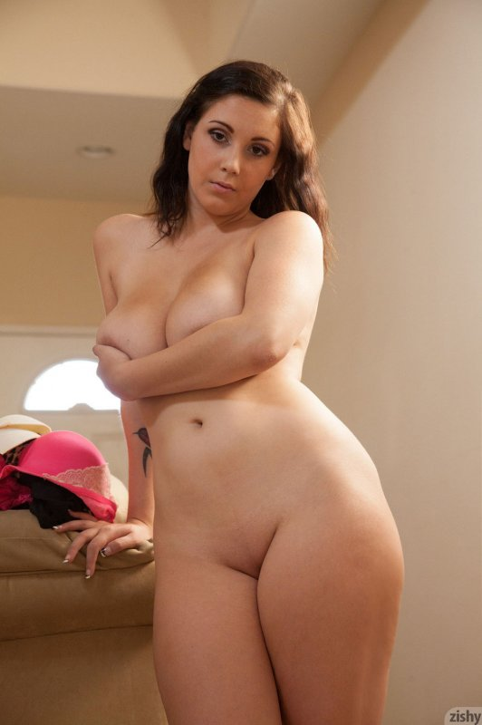 голые девушки плотного телосложения фото