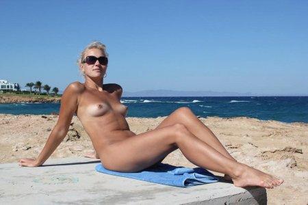 порно видео нудистский пляж в очко