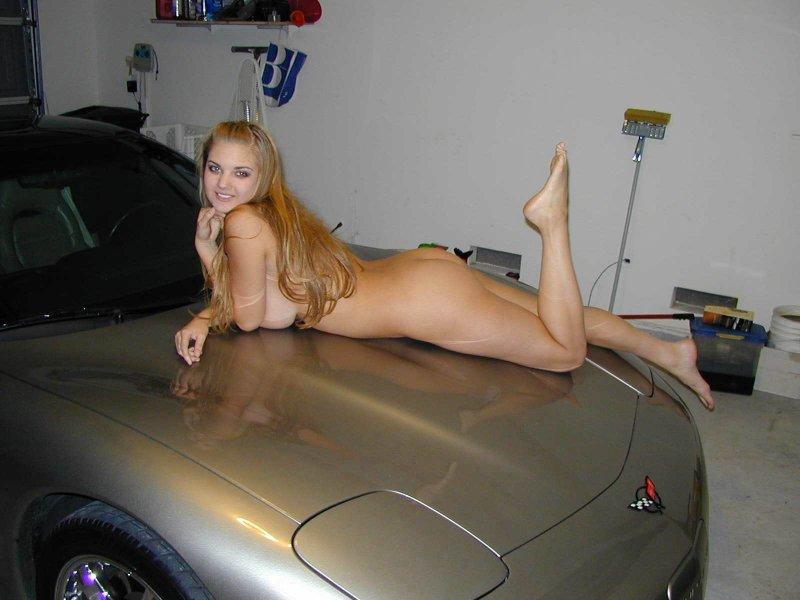 фото голой гимнастки на капоте авто
