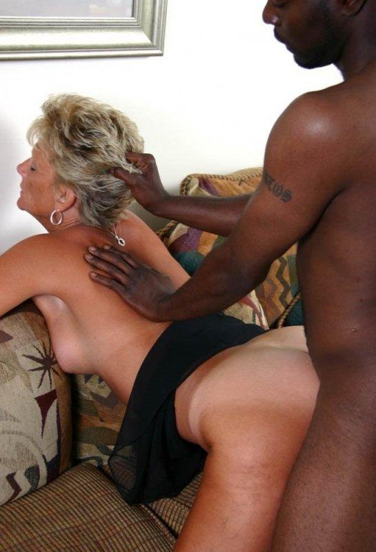 Белые мамочки любят черных сыновей порно
