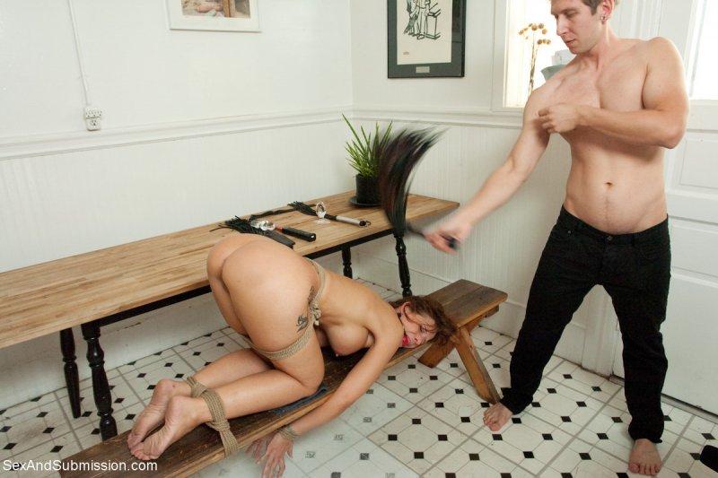 Связал и трахнул Порно фото - красиво и очень возбуждает.