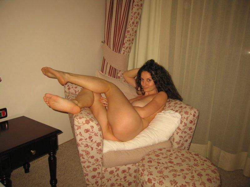 красивые брюнетки домашнее фото голышом