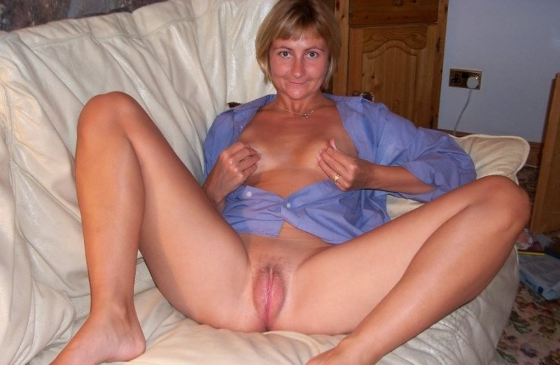 Фото женщины с раздвинутыми ногами