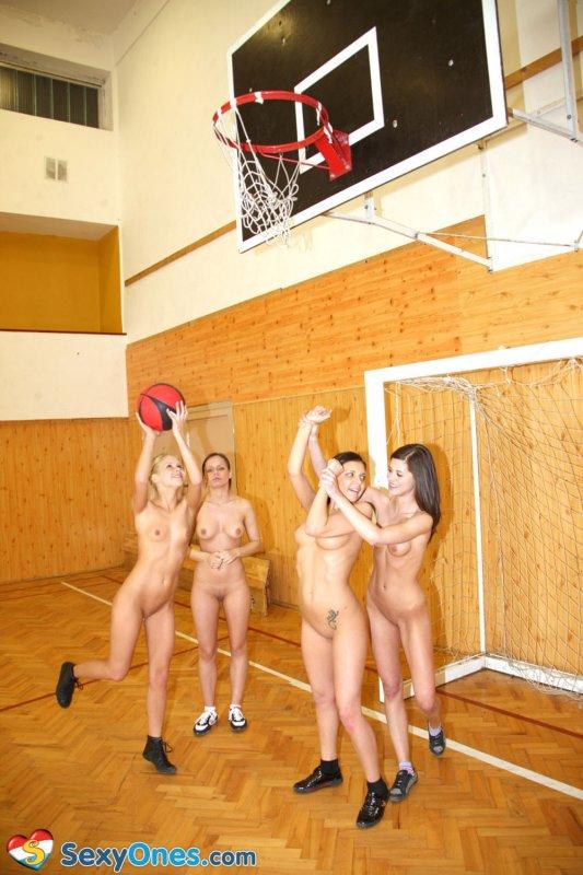 Физкультура девочек порно у