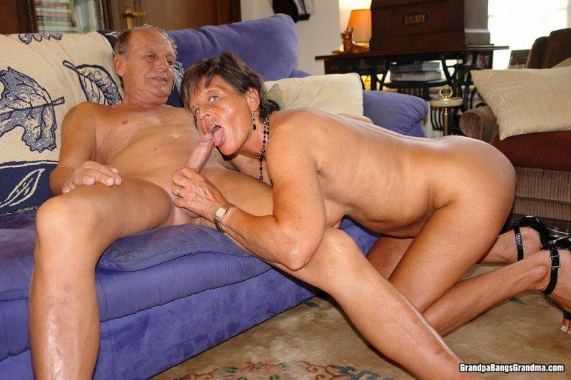 Бабушка с дедушкой занимаються сексом