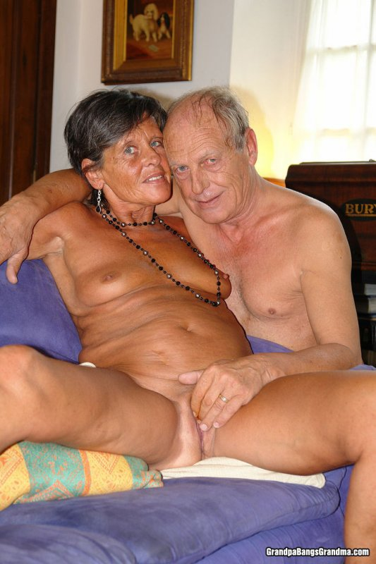 Бабушки занимается сексом