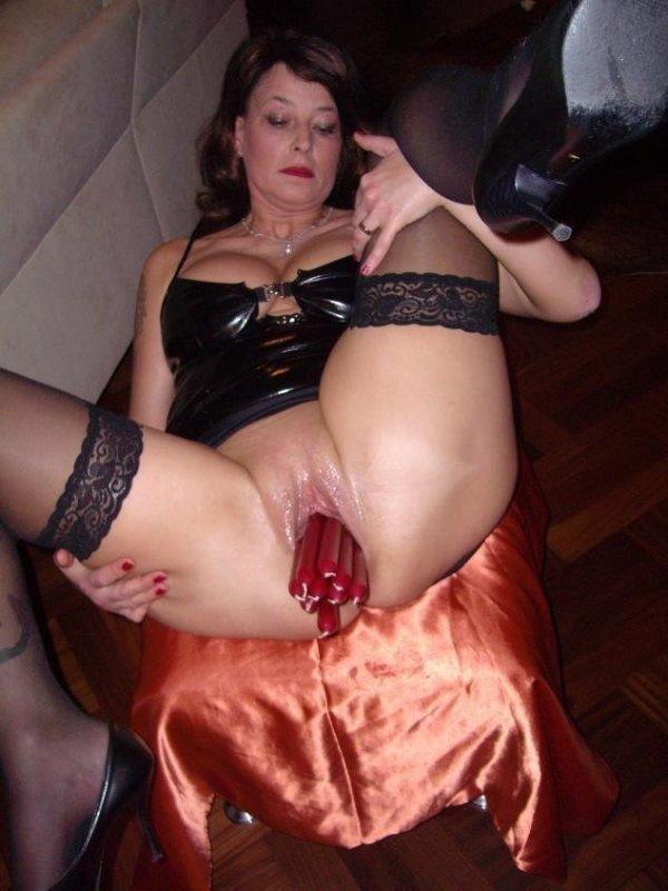 Девушка мастурбирую предметами фото 655-549