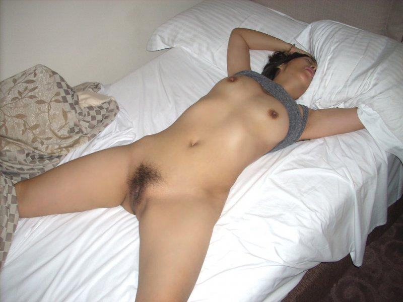 Негритянки спящие голы видео фото 117-674