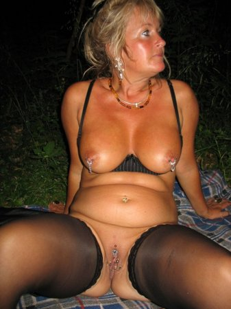 Erotic outdoor naked naturist pictures