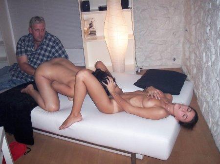 девушка мастурбирует втихаря