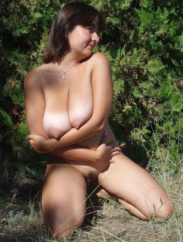 golaya-tetka-na-prirode