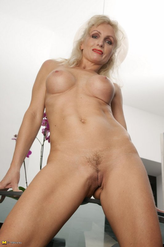 фото старая голая блондинка