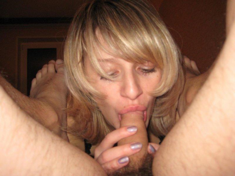 жена нежно сосёт член фото